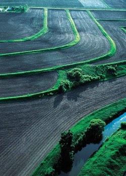 Άιοβα, ΗΠΑ: σχεδιασμός καλλιεργειών με τρόπο που μειώνει την διάβρωση του εδάφους και τη μολυνση του υδροφόρου ορίζοντα.