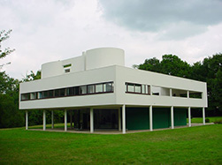 Η βίλα Σαβουά (Villa Savoye, 1929-1931) στο προάστιο Πουασύ του Παρισιού θεωρείται πως συνοψίζει περισσότερο ικανοποιητικά τα πέντε σημεία της αρχιτεκτονικής του Le Corbusier, όπως τα είχε εκθέσει ο ίδιος στο περιοδικό L'Esprit Nouveau