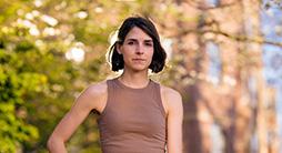 H Μαθηματικός Lisa Piccirillo έλυσε το 2020 ως μεταπτυχιακή φοιτήτρια ένα από τα σημαντικότερα ανοιχτά προβλήματα στον κλάδο της Τοπολογίας, αποδεικνύοντας πως ένας κόμβος, που πρότεινε ο διάσημος μαθηματικός John Horton Conway (γνωστός και για το Παιχνίδι της Ζωής - Game of Life), δεν προέρχεται από τομή κόμβου υψηλότερων διαστάσεων, κερδίζοντας αμέσως θέση καθηγήτριας στο ΜΙΤ.