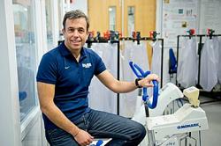 O Δρ. Γιάννης Πιτσιλαδής, Διευθυντής του εργαστηρίου Φυσιολογίας της άσκησης στο Πανεπιστήμιο του Μπράιτον, στη Μ. Βρετανία. Το αντι-ντόπινγκ τεστ που ανέπτυξε το 2019 αναγνωρίστηκε ως η σημαντικότερη ανακάλυψη στον τομέα τα τελευταία 10 έτη, και υιοθετήθηκε αμέσως από την Διεθνή Ολυμπιακή Επιτροπή. Σήμερα η έρευνα στην επιστήμη των σπορ είναι πολυδιάστατη και συχνά έχει ως στόχο να βελτιώσει τις επιδόσεις των αθλητών με θεμιτά, επιστημονικά μέσα, σε αντίθεση με τη χρήση απαγορευμένων ουσιών (ντόπινγκ) που αποτελεί πληγή για τον αθλητισμό.
