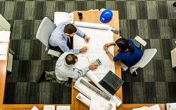 Μεγάλο μέρος της δουλειάς του Πολιτικού Μηχανικού, και ειδικότερα σε μεγαλύτερα και πιο πολύπλοκα έργα, αφιερώνεται σε διαδικασίες διαχείρισης έργου (project management) και στη χρήση πληροφοριακών συστημάτων όπως συστήματα ERP.