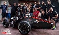 Aγωνιστικό μονοθέσιο όχημα, απο την ομάδα Prom Racing Team της Σχολής Μηχανολόγων Μηχανικών του ΕΜΠ. Παρόμοια οχήματα συναγωνίζονται σε διεθνείς μηχανολογικούς-φοιτητικούς αγώνες τύπου «Φόρμουλα» (Formula Student), με συμμετοχές από όλο τον πλανήτη.