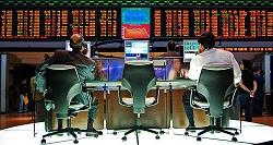 Το Χρηματιστήριο του Σάο Πάολο της Βραζιλίας. Η ηλεκτρονική διαπραγμάτευση μετοχών γίνεται μέσω ηλεκτρονικών αγορών όπου όλο και συχνότερα οι εντολές αγοράς και πώλησης δίνονται από προγράμματα software, που ακολουθούν τη στρατηγική με την οποία τους προγραμμάτισε ο δημιουργός τους. Τα προγράμματα αυτά μπορούν να αντιδράσουν σε οικονομικές και πολιτικές ειδήσεις και αλλαγές στην αγορά σε χιλιοστά του δευτερολέπτου, πριν ένας άνθρωπος έχει την ευκαιρία να διαβάσει έστω και μία λέξη κειμένου. Το πλεονέκτημά τους απέναντι σε άνθρωπους στις περιπτώσεις αυτές είναι συντριπτικό.